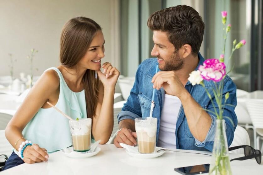 Как правильно пригласить незнакомую девушку на кофе: варианты и способы