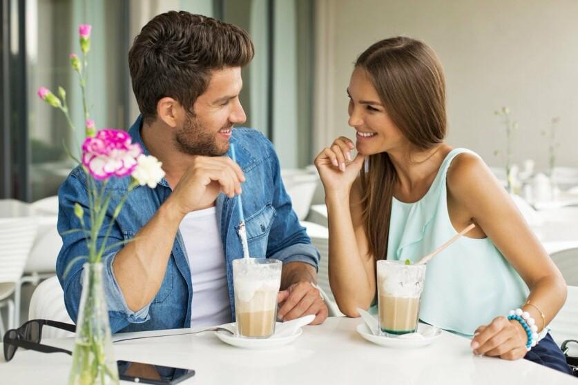 Небольшой опрос: нравится ли девушкам знакомиться с парнями на улице