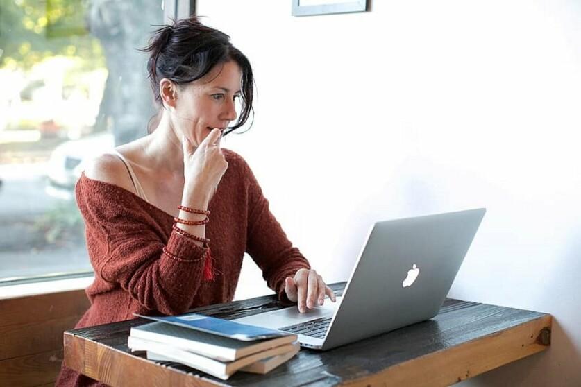 Мужчина на сайте знакомств просит электронную почту: основные причины и возможные действия