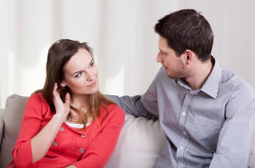 Парень не хочет обсуждать проблемы в отношениях: почему, что делать