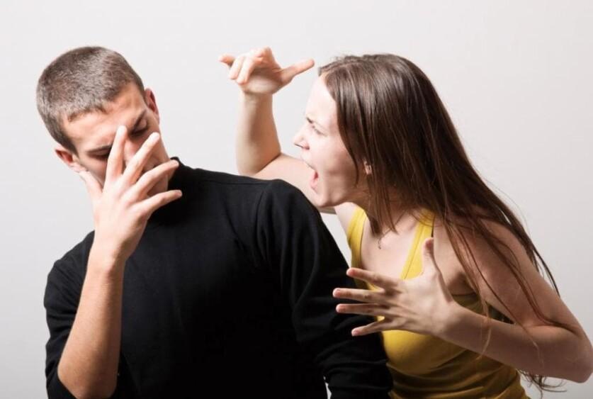 Насилие в отношении женщин в семье: что такое, признаки и разновидности, что делать и куда обращаться