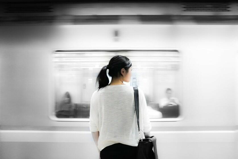 Как познакомиться с женщиной в метро