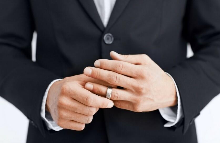 Женатый мужчина: как определить в начале отношений