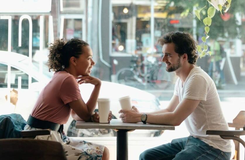 Какое поведение женщин привлекает, а какое отталкивает: заповеди у мужчин на сайте знакомств