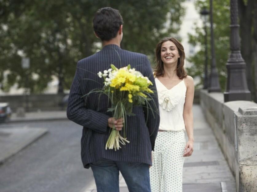 Почему мужчина не дарит цветы в начале отношений