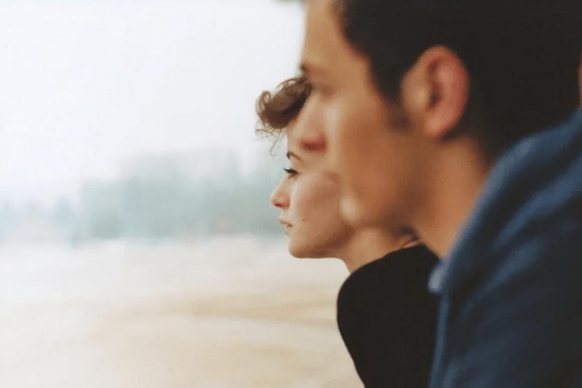 Женщина молчит в отношениях, причины