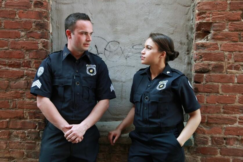 Как проявляет себя парень полицейский в отношениях: манера поведения, плюсы и минусы отношений
