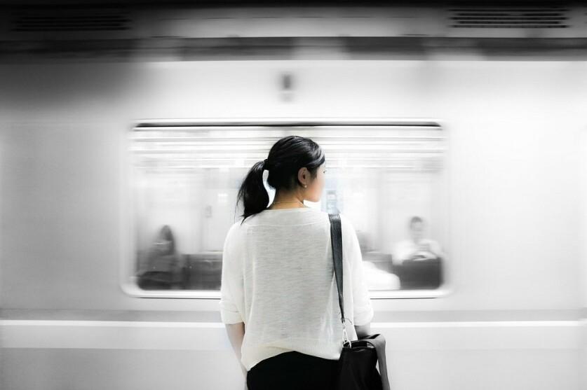 Как познакомиться с девушкой, которую увидел на остановке или в маршрутке, в автобусе