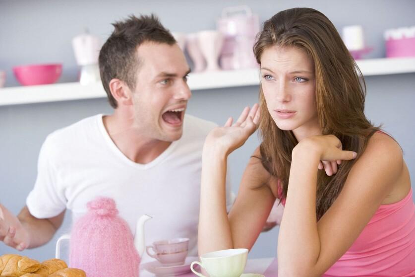 Почему женщины рассказывают о бывших отношениях