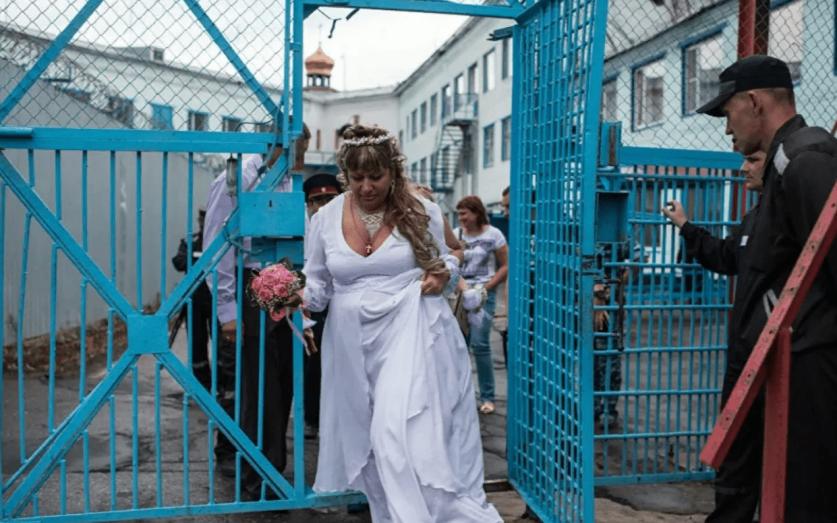 Как бывшие заключенные относятся к женщинам