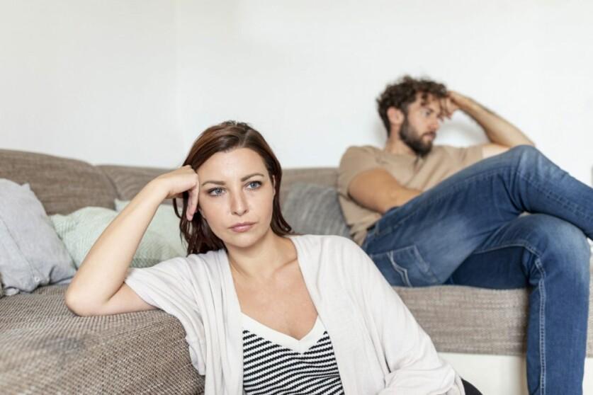 Мужчина отдаляется в начале отношений: причины и возможные действия