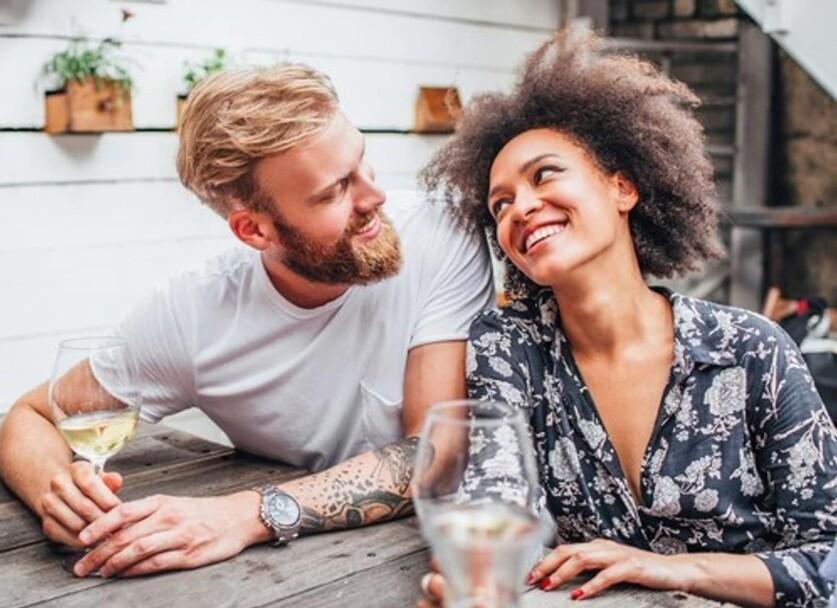 Мужчина-экстраверт в отношениях: признаки и способы привлечения