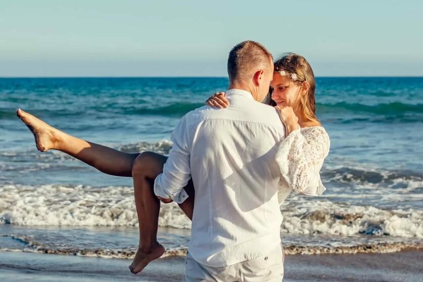 Романтика в отношениях: определение, важность, этапы развития и примеры ее проявления