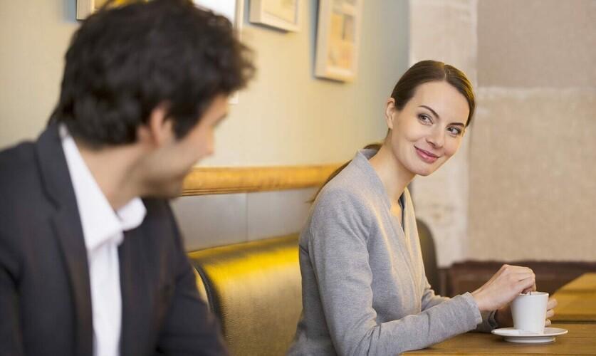 Почему мужчины обращают внимание, но не знакомятся: причины и способы исправления ситуации