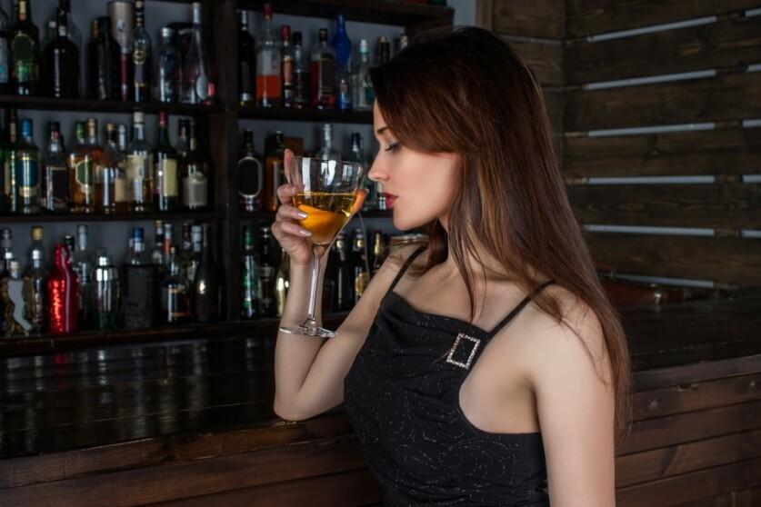 Как в баре познакомиться с мужчиной или подкатить к девушке: начало разговора, главные ошибки