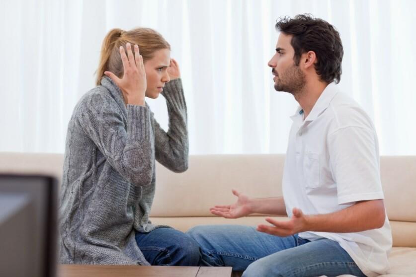 Маниакальное поведение мужчины по отношению к женщине: причины и признаки