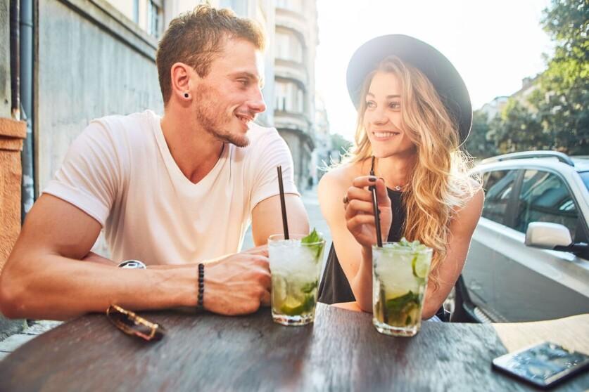 Что ответить на вопрос «Что расскажешь интересного» парню: выбор темы для разговора, поддержание беседы