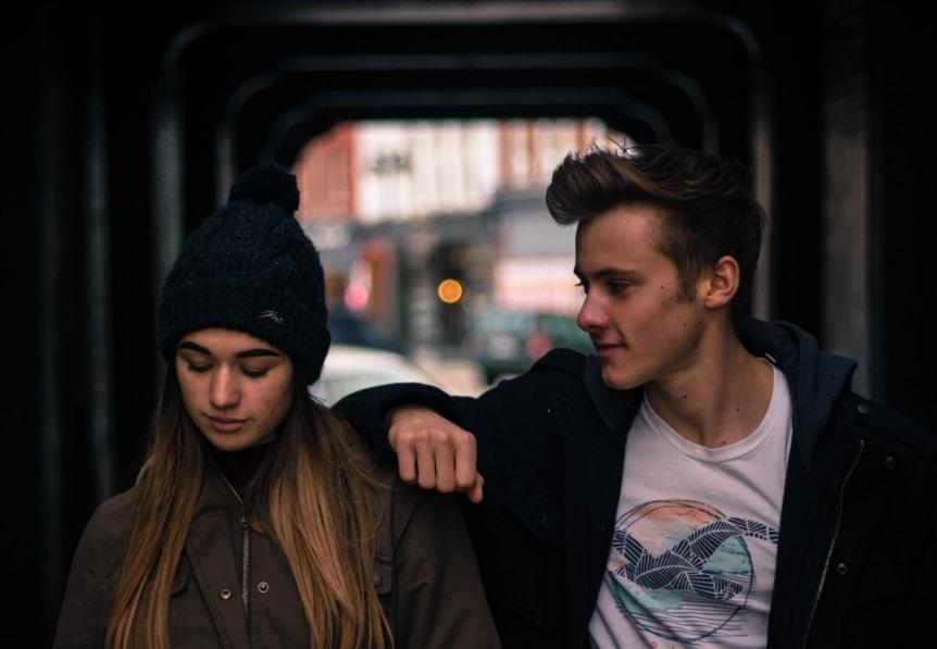 Как узнать знак зодиака мужчины по способу знакомства с женщиной