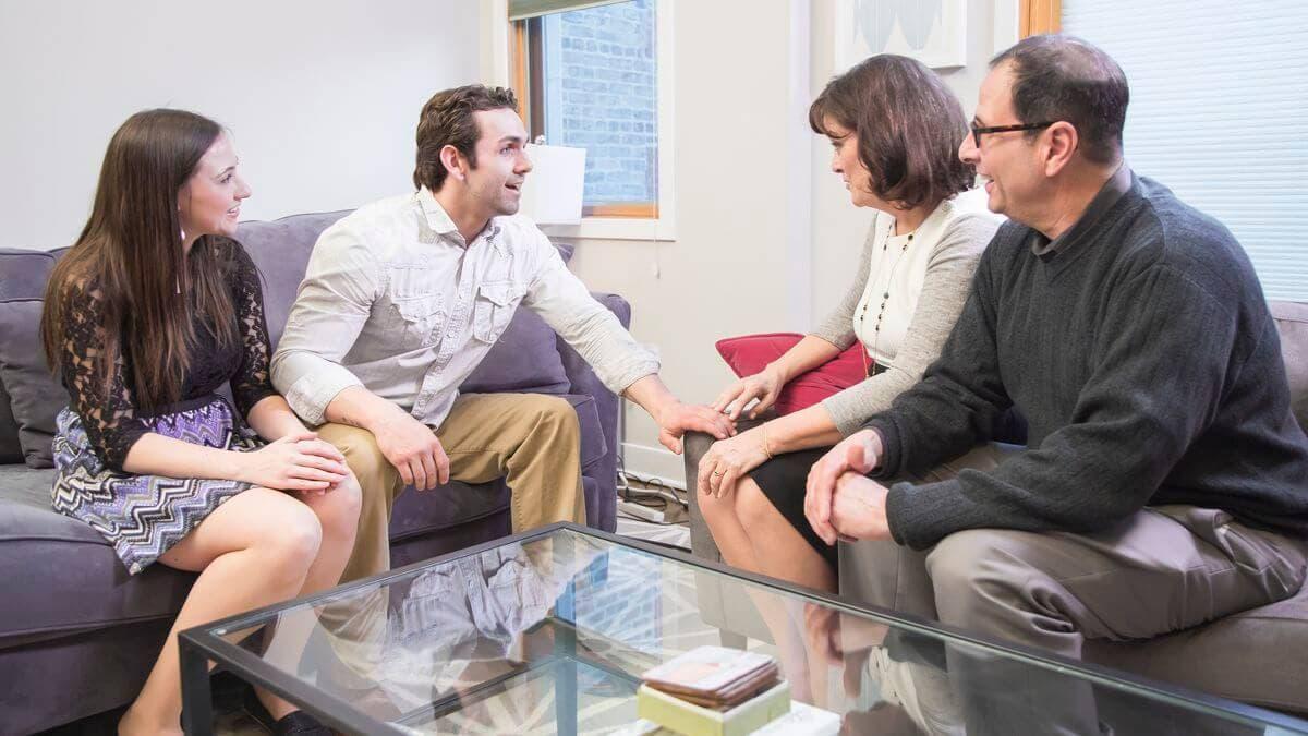 Кто должен первый знакомиться с родителями: парень или девушка, кто должен быть инициатором знакомства