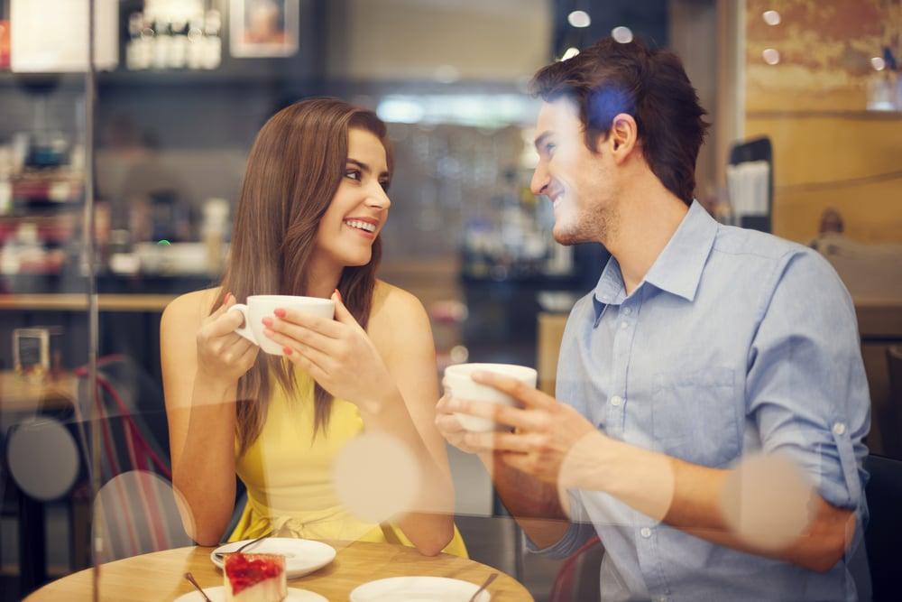 как правильно вести себя при знакомстве с мужчиной