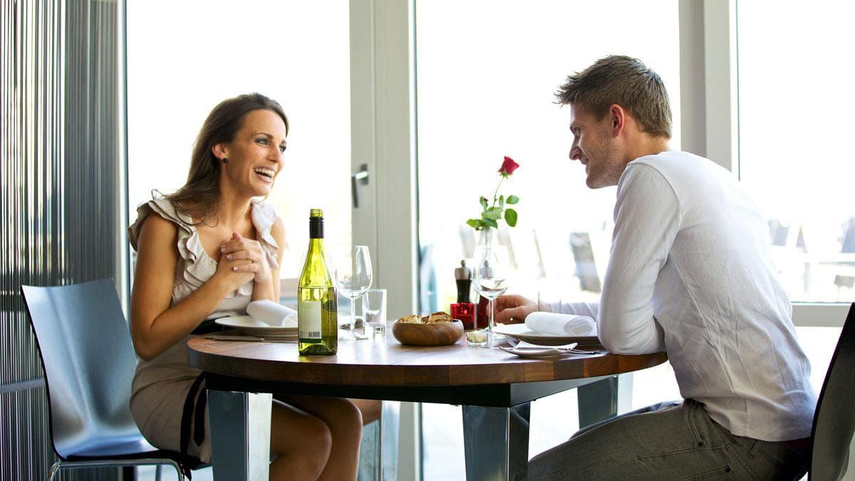 мужчина с сайта знакомств не приглашает на свидание