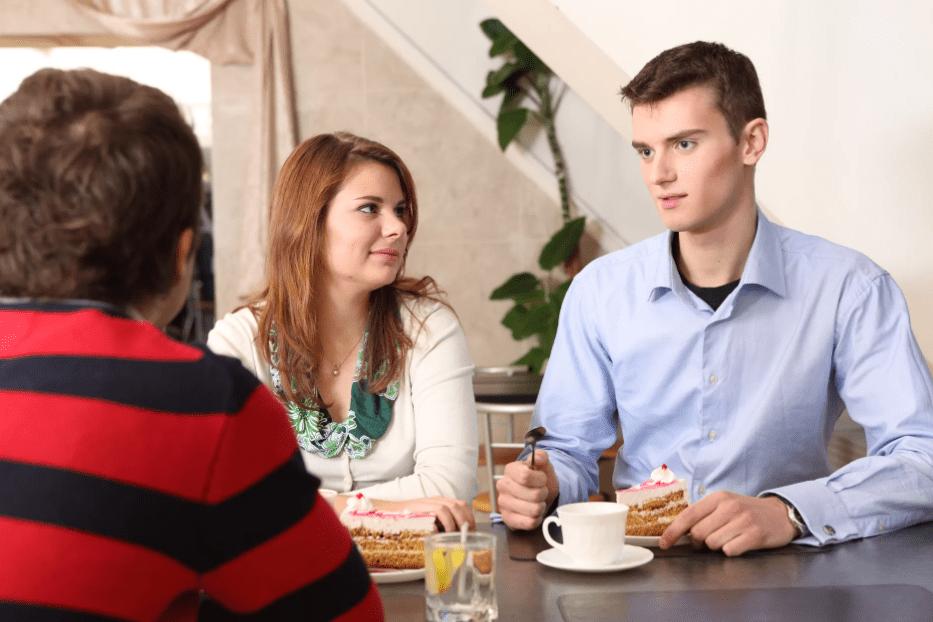 Парень знакомится с родителями девушки