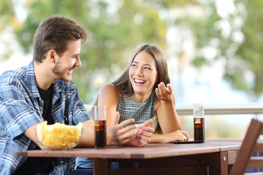 Общение девушки и парня