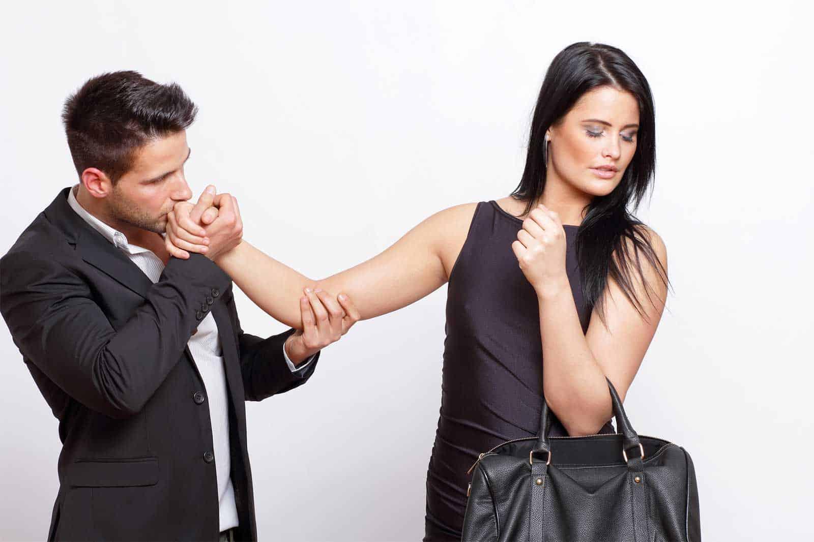 Девушка отказывает парню