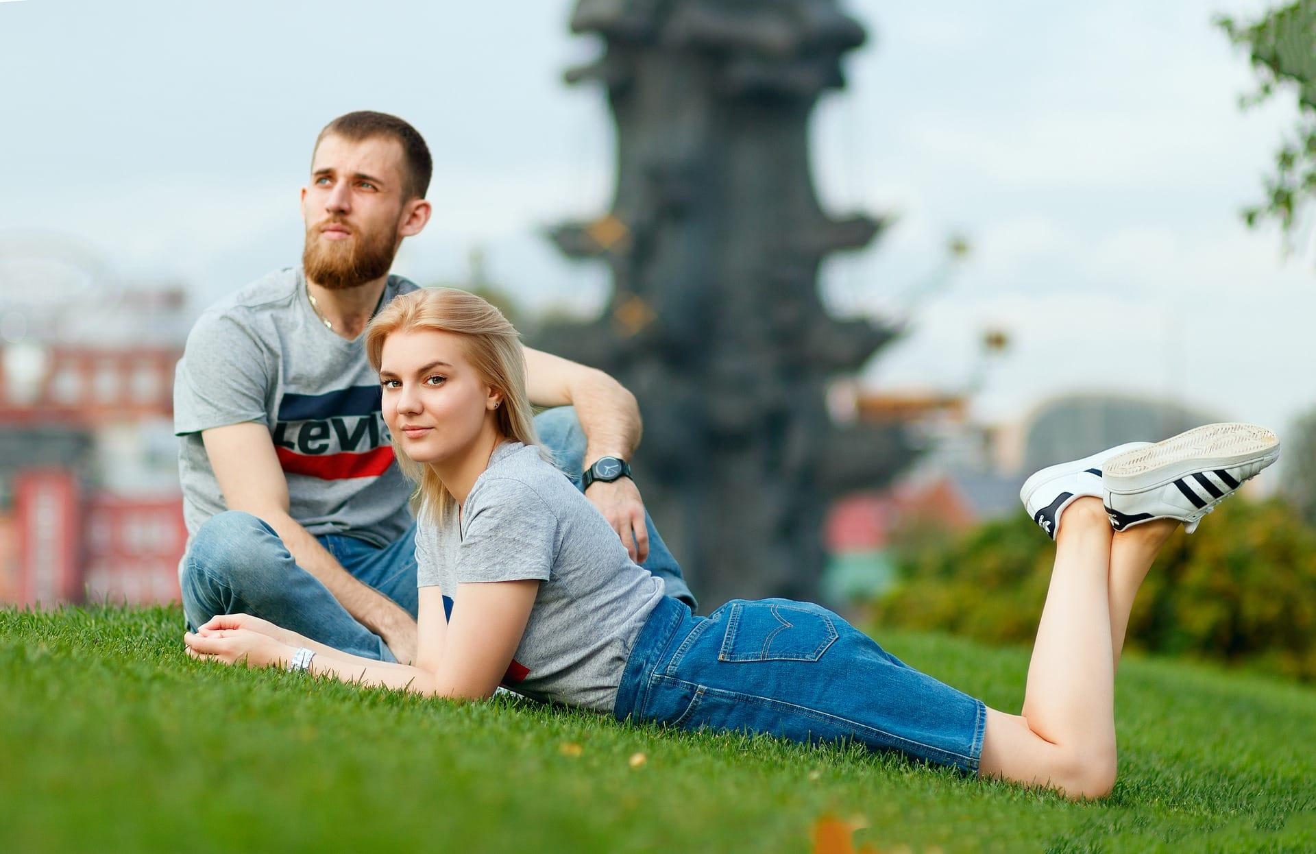 К сожалению, заместительные сложные отношения после расставания у парней и девушек складываются по сценарию предыдущих