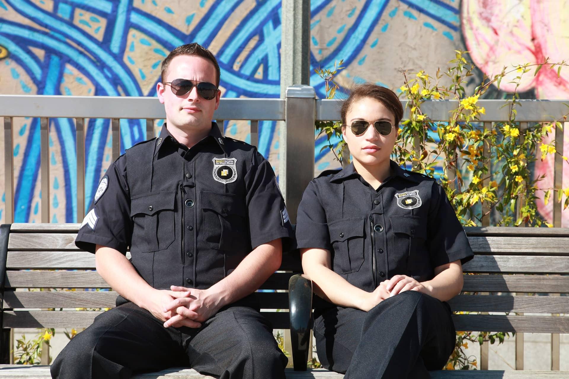 Парень-полицейский в отношениях с любимой девушкой постарается сдерживать свои профессиональные черты и обеспечивать ей спокойствие и безопасность