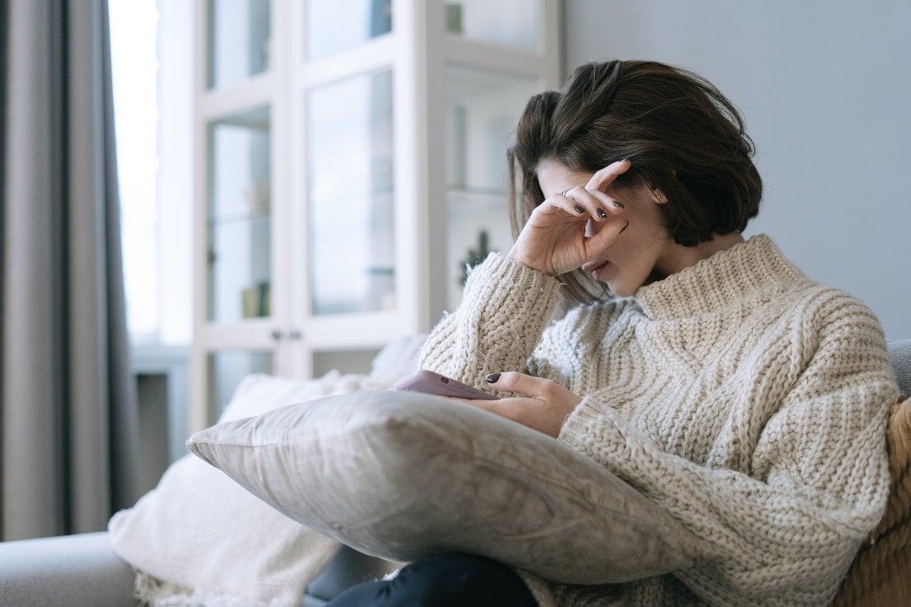 Как распознать депрессию в отношениях у девушки